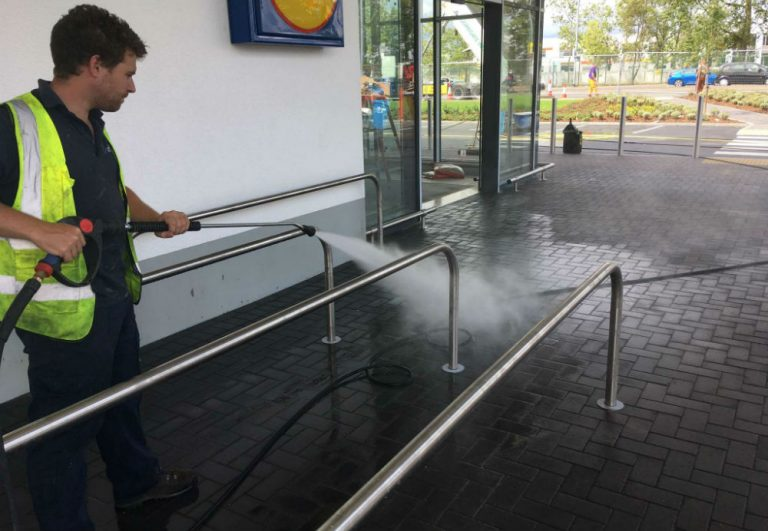 Outdoor Foodservice Cleaning and Sanitising